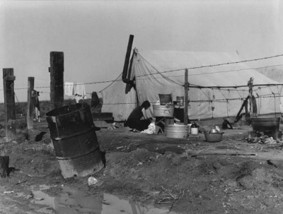 Dorothea Lange - Migrant Camp Washing, 1938