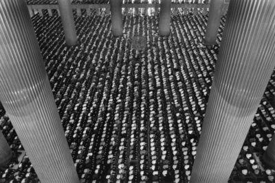 Sebastiao Salgado, The Istiqlal Mosque, Jakarta, 1996